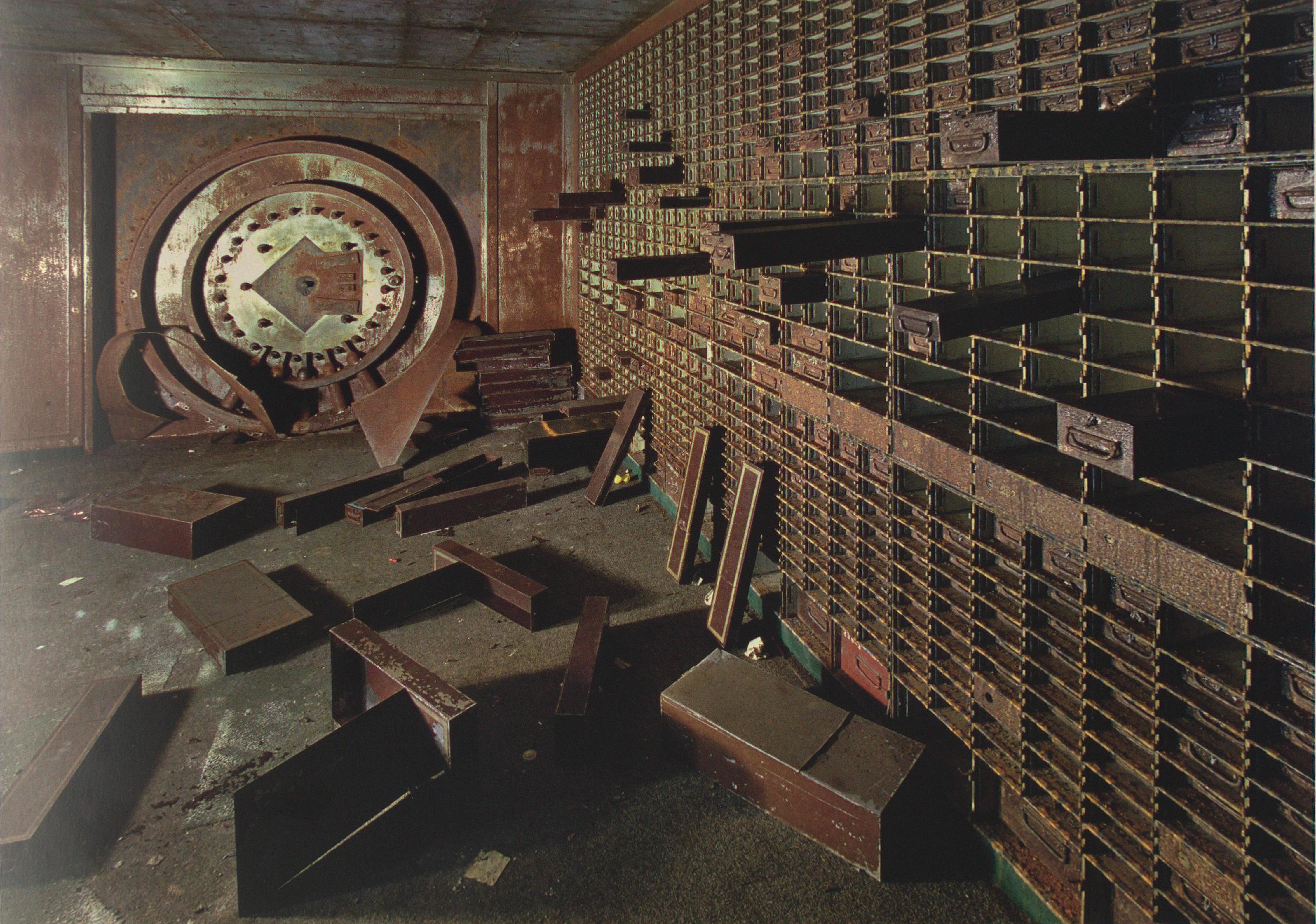 Detroit bank ruins